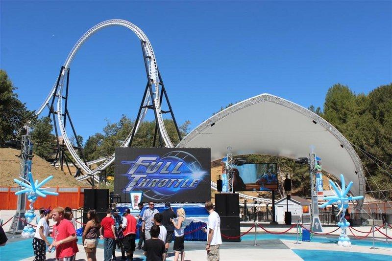 Six Flags Magic Mountain - Full Throttle